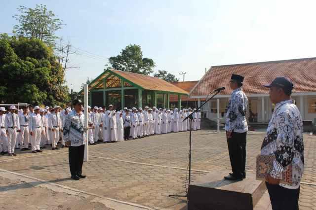 Hari Guru Nasional 2014 dan HUT PGRI ke 69 SMAN Paiton